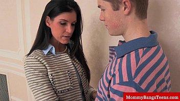 Mamma cougar shares cum with stepteen 8 min