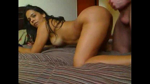 Tremenda latina, sexo casero - www.melacasco.com