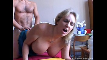 Wanda is a beautiful big tits mature babe who loves to fuck