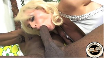 Stunning blonde wife dominates hubby with bbc