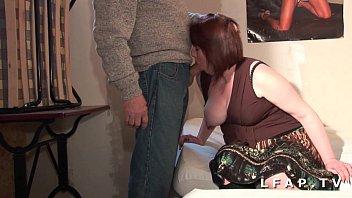 BBW Maman francaise grave sodomisee dans un trio avec Papy