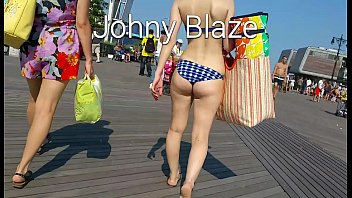 candid beach booty of NYC