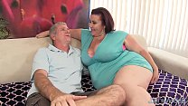 Fat 'n' stacked Lady Lynn gets her pussy drilled 8 min