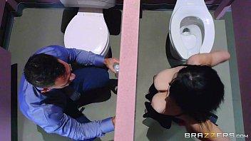 Brazzers - Noelle Easton love bathroom gloryholes 7 min