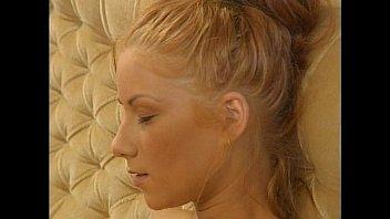 Nicoletta Axin - Junge Debütantinnen #10