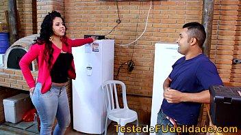 Casada carente dando em cima do seu tecnico de TV