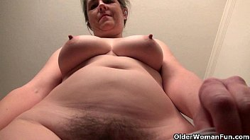 American milf Tricia Thompson is feeling playful today 12 min