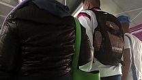 Tocando a jaqueta de nylon marrom da gordinha Pt 1