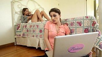 My new weird step sister - Kimmy Granger, Kristen Scott 6 min