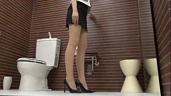 トイレでパンスト履き替え