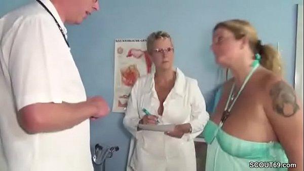 Wenn der Frauenarzt die Mutti fickt bei der Kontrolle 15 min