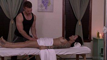 Tranny Foxxy convinces muscular masseuse Jett Parker