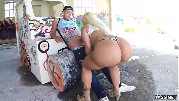 Fat ass Blondie Fesser gets banged outdoor