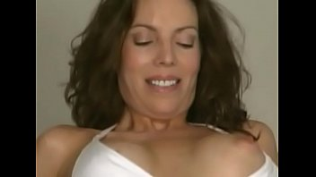 Milf picked up on the beach and fucked at home 23 min