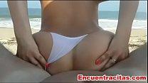 Cojiendo a mi esposa culona en la playa