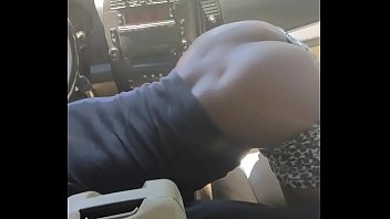 Black Slut Keeps Dick in her Mouth While Shaking Her Ass In Car 73 sec