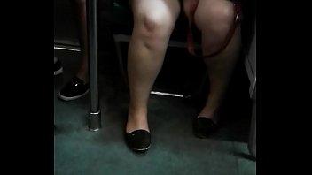 Abre las piernas para que la grabe