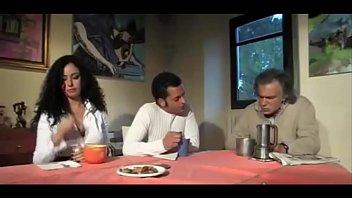 Madrastra infiel con el hijastro... 3 min