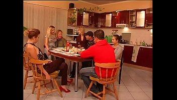 A model family 1 h 42 min