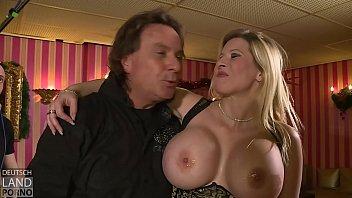 Melanie Moon -- hat mit ihren Titten immer gut zu tun