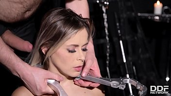 Submissive hottie Vittoria Dolce gets her tight asshole filled in BDSM porn