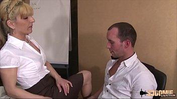 Sodomisée par son employé après l'avoir surprit à se branler