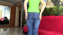 A girl with a beautiful butt tries on tight jeans and fingering in them, wet panties.