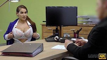 LOAN4K. Des nouveaux seins ne vont pas résoudre tes problèmes d'argent. Ou pas?