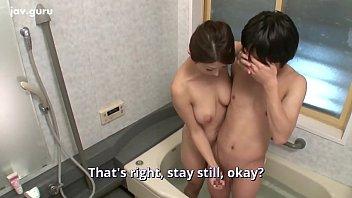 Japansk tante har et stort bryst til at bade med deres nevø 12 min