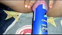 Novinha gozando com desodoranteee