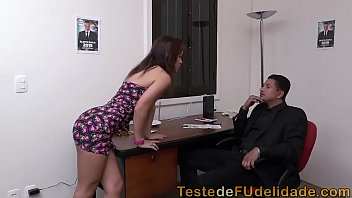 Atriz pornô seduzindo deputado