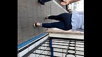 Chica nalgona en la calle