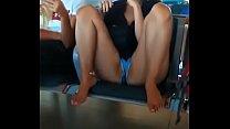 Rica putita abierta de piernas en el aeropuerto