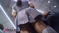 Upskirt: Falda de colegiala, rica, lastima que tenia shorts, pero se le ve un culazo
