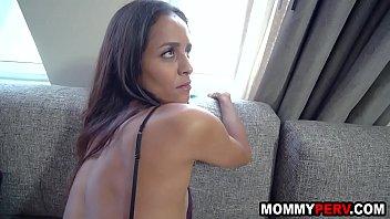 Skinny milf mom takes care of stepson's injured cock 8 min