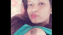 Desi girl showing boobs selfie