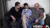 Polskie porno - Jej niepohamowana żądza była tak wielka, że trzech facetów musiało pieprzyć ją przez 40 minut