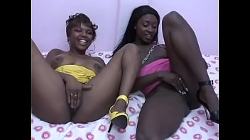 Curvy lesbian duo Rayne Falls and Naudia Kinxxx lick each other's snatch in the 69 position in bed