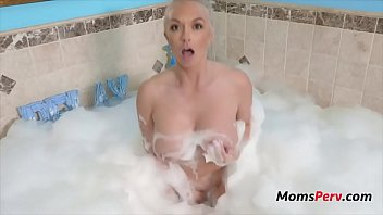 Bubble Bath With Blonde m.- Brook Page