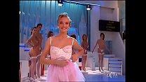 7 bellissime ragazze si sogliano e rimangono innini slip  di pizzo bianco