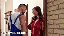 Curvy babe (Sofia Lee) fucks muscular plumber - RealityKings 10 min