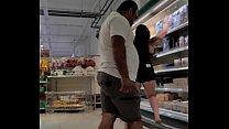 Corno filma esposa exibindo a bunda pro cliente do supermercado Luana Kazaki 68 sec