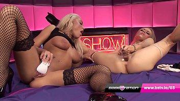 Blonde on Blonde Lesbian Live Show at Babestation