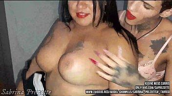 Sabrina Prezotte e Andressa Soares, fudendo a  gordinha de itatinga, para quem gosta de  peito e bunda grande, deliciosa e carnuda, (disponivel em meus canais)