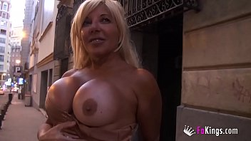 Back in the day she was a porn celebrity. Now she wants her fame back! 4 min