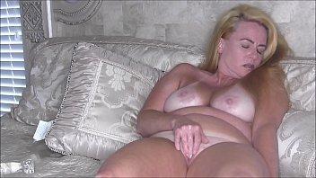 Sexy Blonde MILF Nikki Rubbing Her Clit Til She Cums