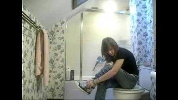 LOL my sister found hidden cam in bath room 2 min