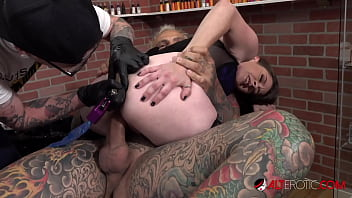Rosie Rayes fucked while having her asshole tattooed