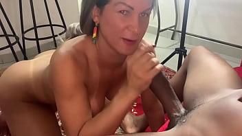 Pamela lenvisk chupando pica de negoes dotados