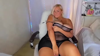 Very Hot Chubby Camgirl Blonde With Big Boobs